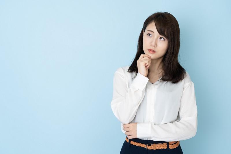 ジャパンネット銀行ネットキャッシング 保証会社-保証会社について考える女性