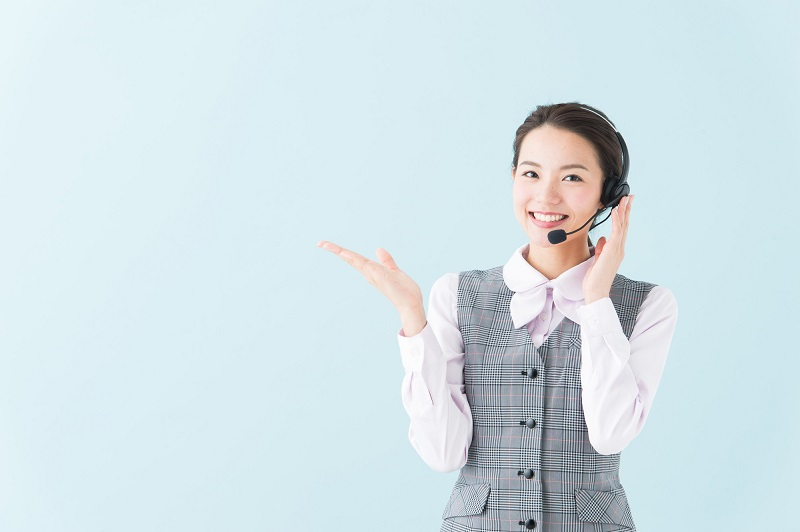 東京スター銀行カードローン審査-審査の流れを説明する人