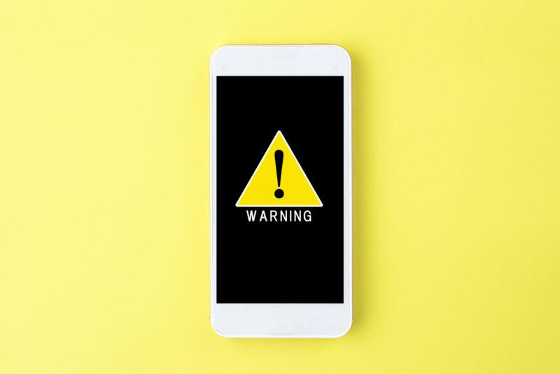 消費者金融 審査 信用情報-スマホの警告サイン