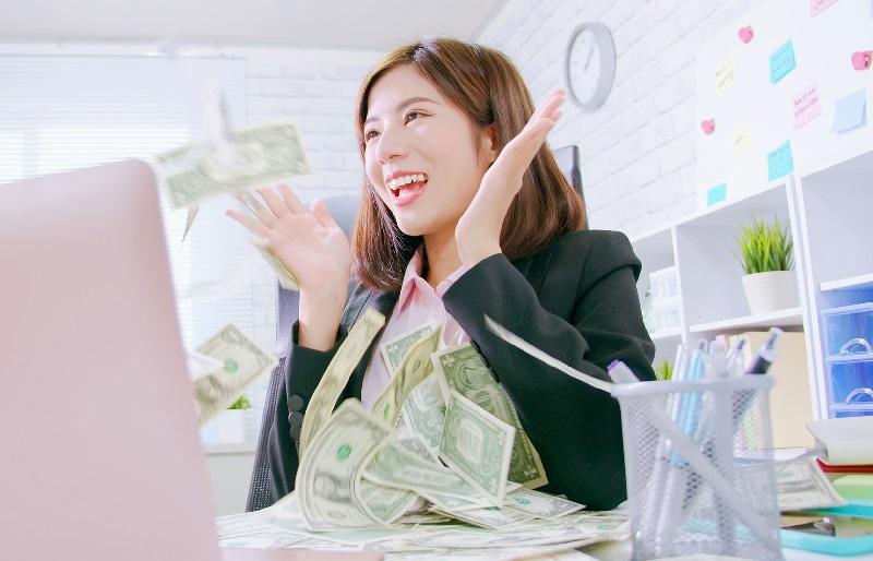 短期間で稼ぐ女性